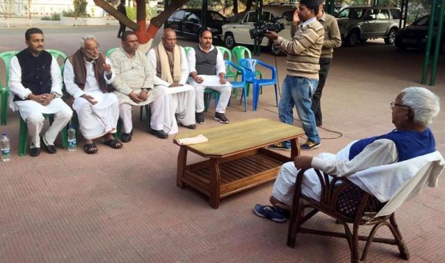 भारतीय नेता लालुप्रसाद यादवसँग मधेशी मोर्चाका नेताहरु। तस्विर सौजन्य: राम सर्राफ